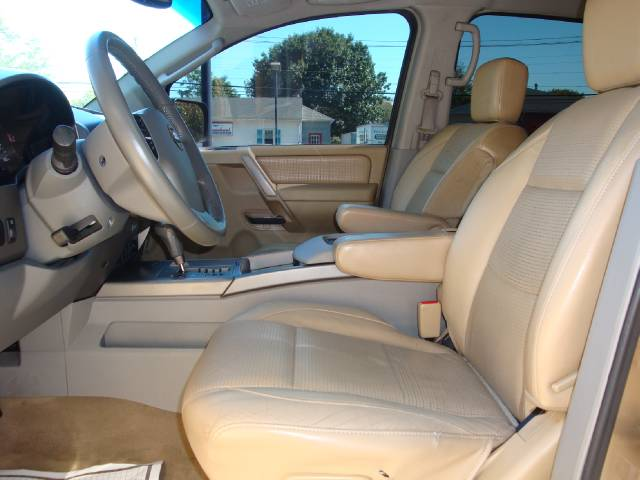 Image 14 of 2004 Nissan Armada SE…