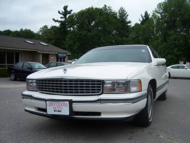 used 1994 cadillac deville for sale 182 rockingham rd derry nh 03038 used cars for sale. Black Bedroom Furniture Sets. Home Design Ideas