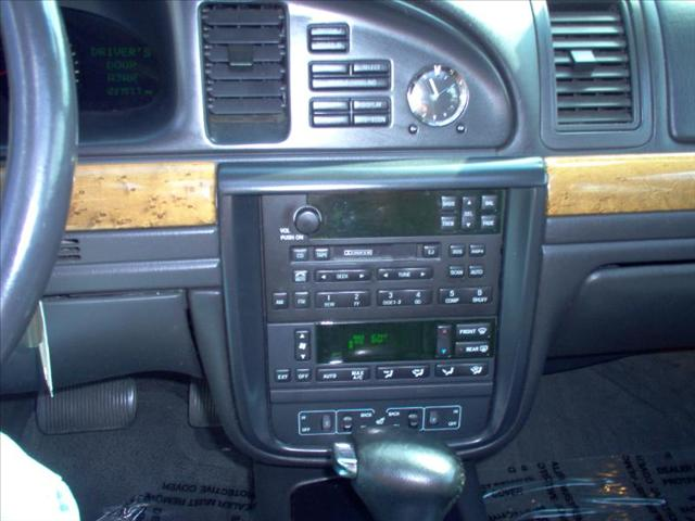 Image 26 of 1998 Lincoln Continental…