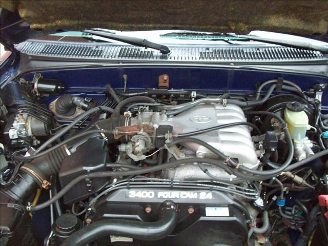 Image 2 of 2000 Toyota 4Runner…