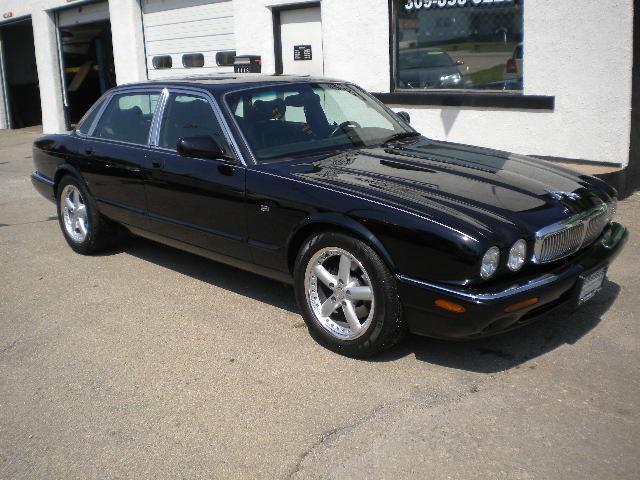 used 1998 jaguar xj8 for sale 1116 n main st kewanee il 61443 used cars for sale. Black Bedroom Furniture Sets. Home Design Ideas