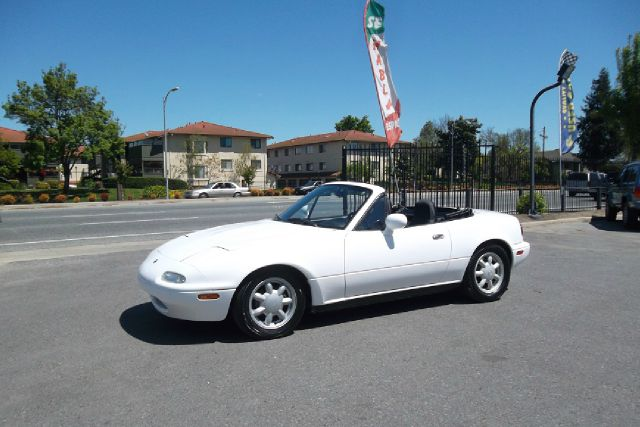 1993 MAZDA MX-5 MIATA BASE white -this is truly a rare mazda miata with  a clean title and clean c