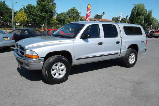 2003 DODGE DAKOTA SLT QUAD CAB 4WD silver -this is a very clean truck with a clean title and clean