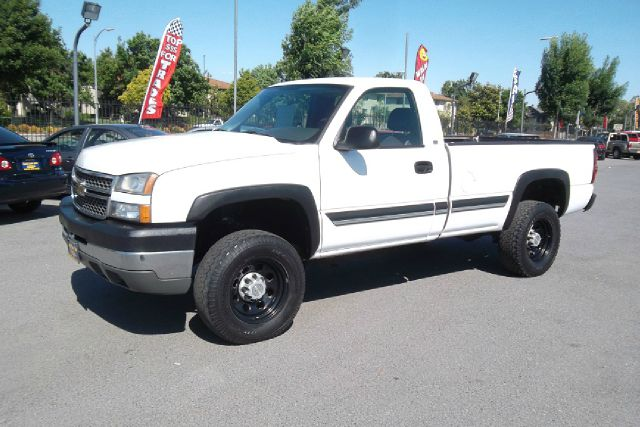 2005 CHEVROLET SILVERADO 2500 WORK TRUCK LONG BED 2WD white -this is a very clean work truck in gr