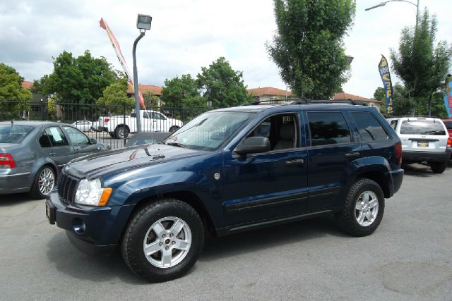 2005 JEEP GRAND CHEROKEE LAREDO 4WD blue -this is a truly clean and original vehicle with a clean