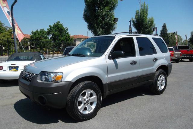 2006 FORD ESCAPE XLT 2WD silver -this is a truly clean and original vehicle with a clean title and