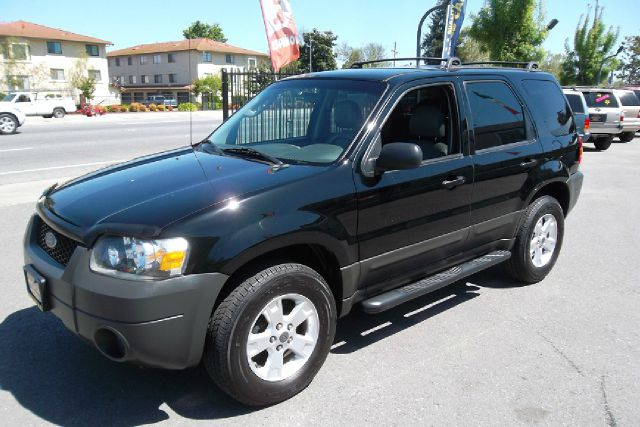 2005 FORD ESCAPE XLT 2WD black -this is truly a clean and original ford escape with a clean title