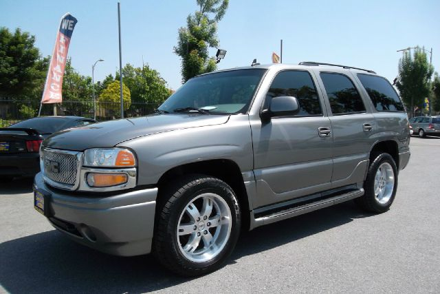 2006 GMC YUKON AWD gray -this is truly a clean and loaded gmc denali with a clean title 1-owner