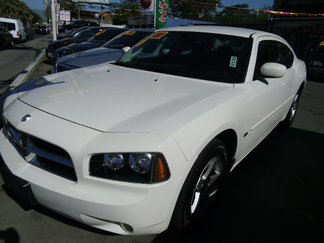 2010 DODGE CHARGER white 4 doorair conditioningalloy wheelsamfm radioantilock brakesautomati