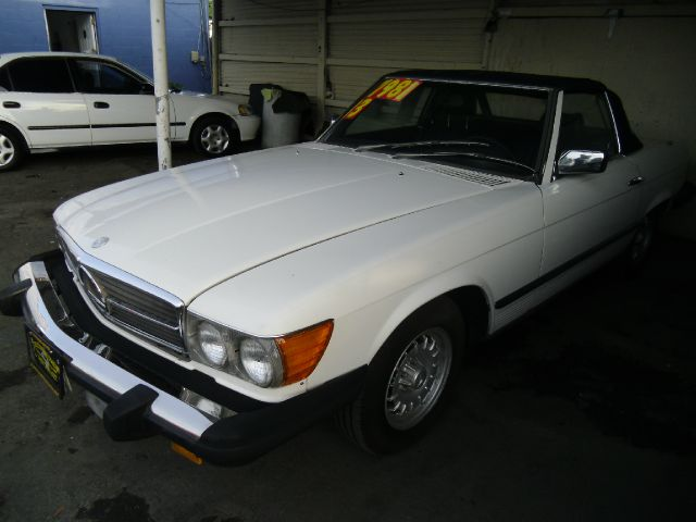 1983 MERCEDES-BENZ 380 SL white body style convertible 2-drengine type 38l v8 153000 miles 