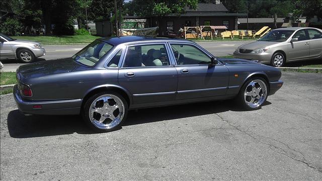 used 1997 jaguar xj6 for sale 819 n reynolds rd toledo oh 43615 used cars for sale. Black Bedroom Furniture Sets. Home Design Ideas