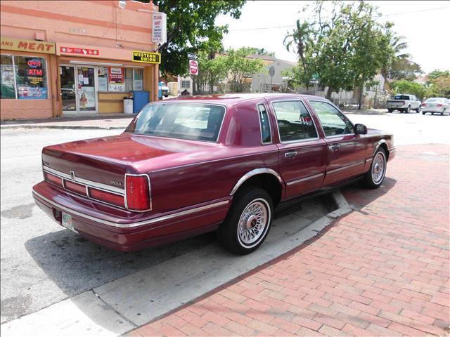 1997 lincoln town car 1479 sw 6th st miami fl 33135. Black Bedroom Furniture Sets. Home Design Ideas