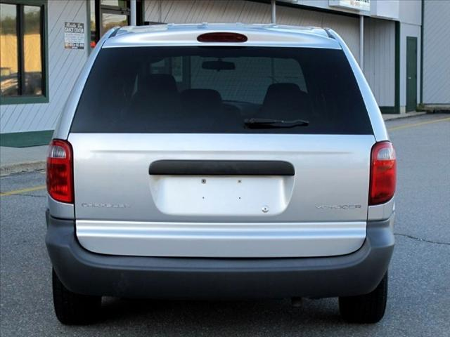 Image 8 of 2002 Chrysler Voyager…