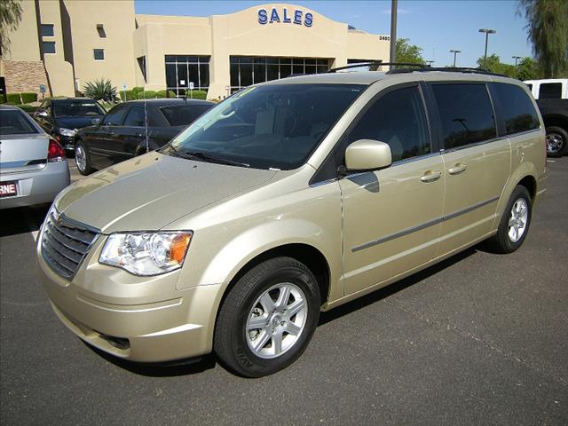 Image 4 of 2010 Chrysler Town &…