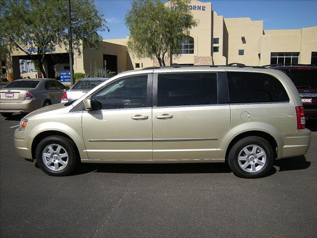 Image 5 of 2010 Chrysler Town &…