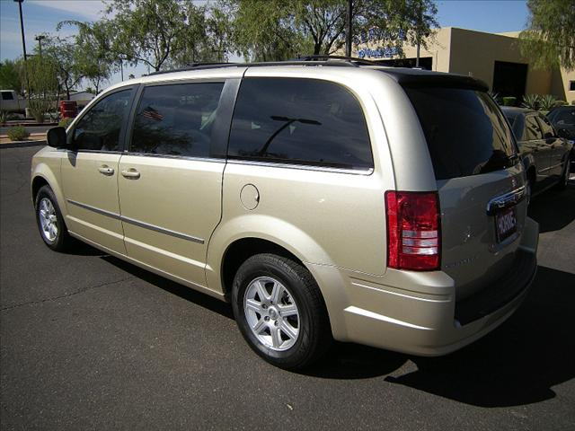 Image 6 of 2010 Chrysler Town &…