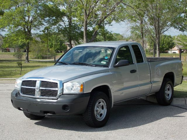 2006 DODGE DAKOTA ST CLUB CAB 2WD silver  all internet prices are reduced for cash cashiers c