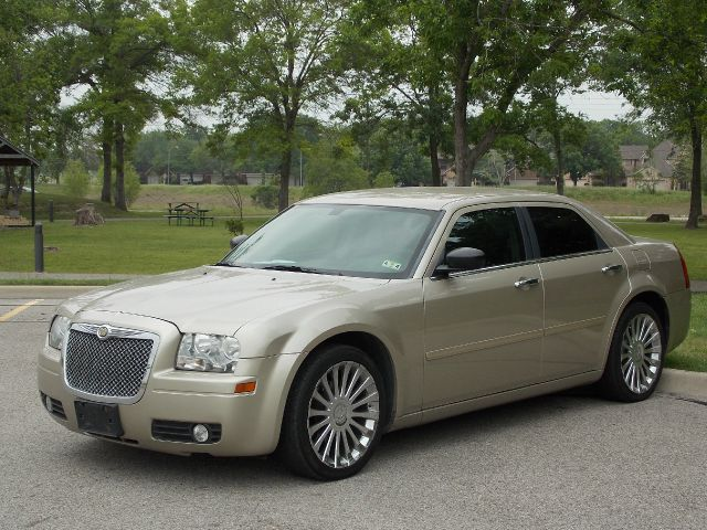 2006 CHRYSLER 300 BASE gold  all internet prices are reduced for cash cashiers check or same