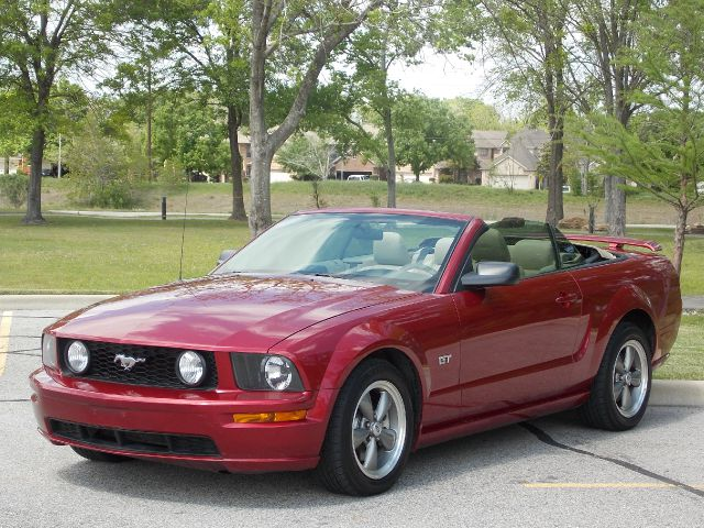 2005 FORD MUSTANG GT DELUXE CONVERTIBLE red  all internet prices are reduced for cash cashier