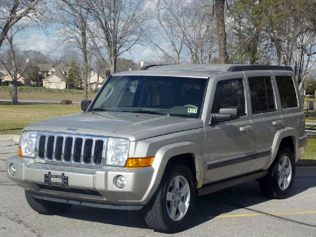 2008 JEEP COMMANDER SPORT 4WD silver  all internet prices are reduced for cash cashiers check