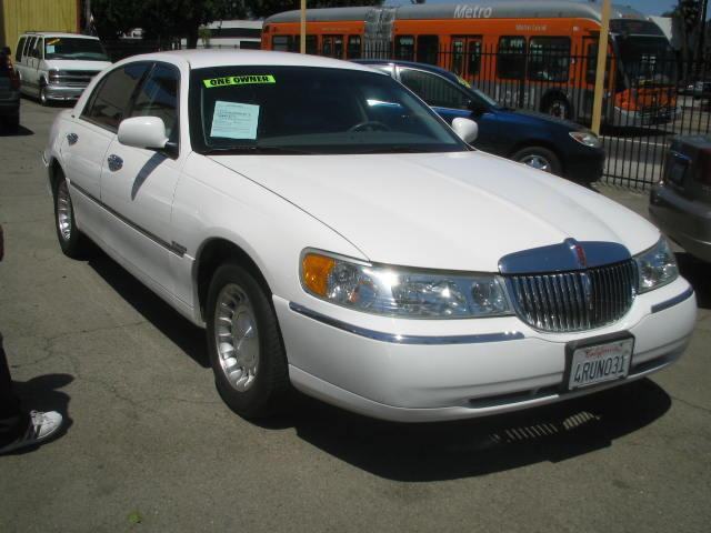 lincoln town car executive series used cars for sale. Black Bedroom Furniture Sets. Home Design Ideas