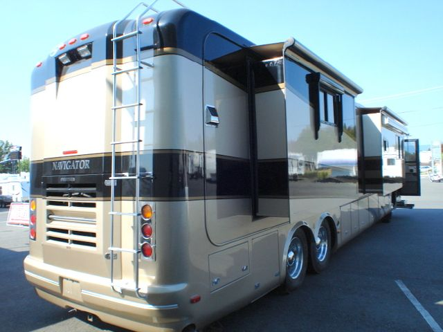 2005 HOLIDAY RAMBLER NAVIGATOR 43PBQ QUAD SLIDE A MH - Grants Pass OR