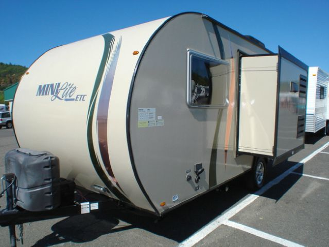 2011 FOREST RIVER ROCKWOOD MINI LITE 188 ETC