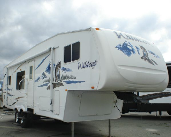2006 FOREST RIVER WILDCAT F28RK