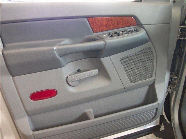 Image 13 of 2006 Dodge Ram 1500…