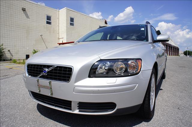 Image 2 of 2006 Volvo V50 2.4L…