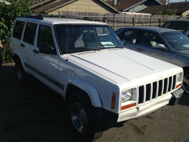 2001 JEEP CHEROKEE SPORT 4-DOOR 2WD white amfm radioanti-brake system non-abs  4-wheel absbod