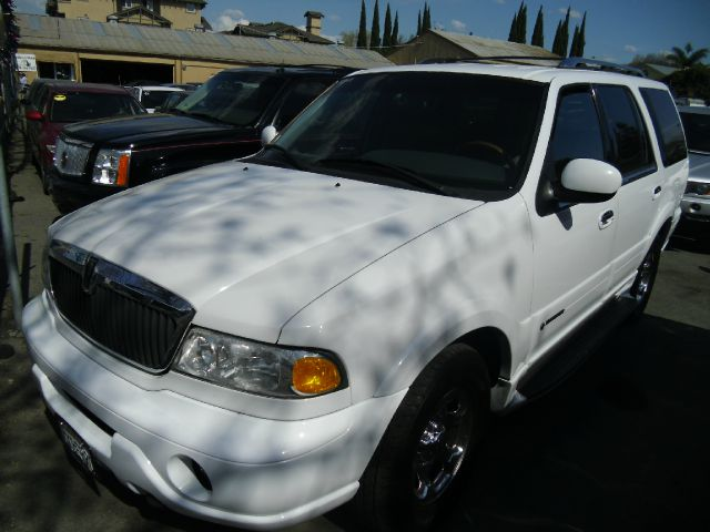 2001 LINCOLN NAVIGATOR white 3rd row seatair conditioningalloy wheelsamfm radioantilock brake