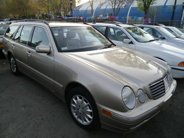 2000 MERCEDES-BENZ E-CLASS E320 gold 4 doorair conditioningalloy wheelsamfm radioantilock bra