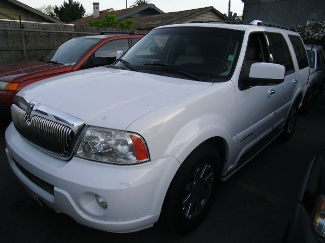 2003 LINCOLN NAVIGATOR LUXURY 2WD white abs brakesadjustable foot pedalsair conditioningalloy w
