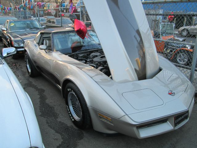 1982 CHEVROLET CORVETTE COLLECTORS EDITION silver and black cheap 60000 miles VIN 11111112