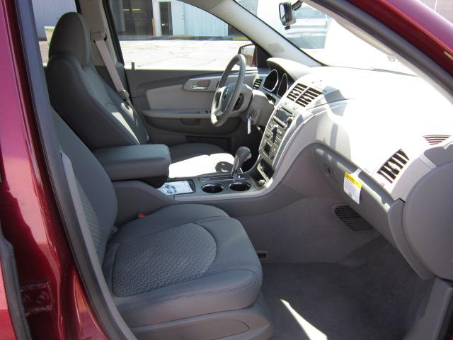 Image 2 of 2011 Chevrolet Traverse…