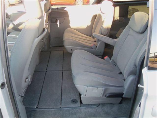 Image 2 of 2007 Chrysler Town &…