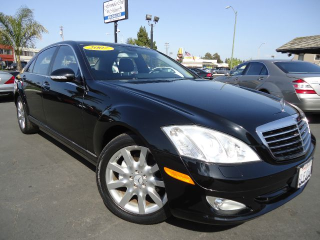 2007 MERCEDES-BENZ S-CLASS S550 black this is the clean car fax with no accidentthe optional