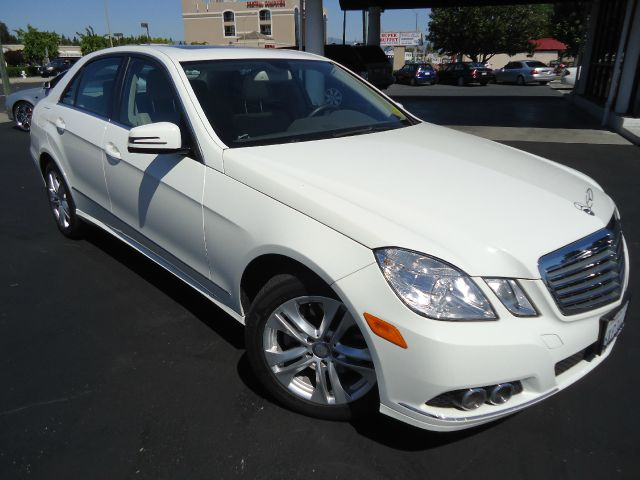 2010 MERCEDES-BENZ E-CLASS E350 SEDAN white clean car faxone owner navigation system