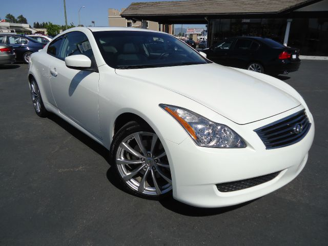 2008 INFINITI G37 JOURNEY per-white pearl white metalicwith a light grey interiorbluetoothbose