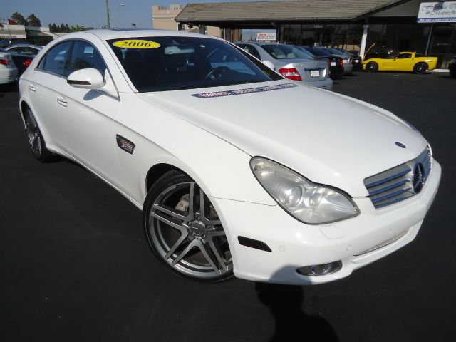 2006 MERCEDES-BENZ CLS-CLASS CLS500 4-DOOR COUPE white abs brakesair conditioningalloy wheelsam