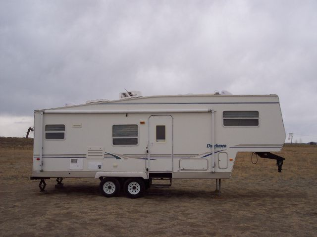 2001 Dutchmen by Thor 27' RK 5th Wheel