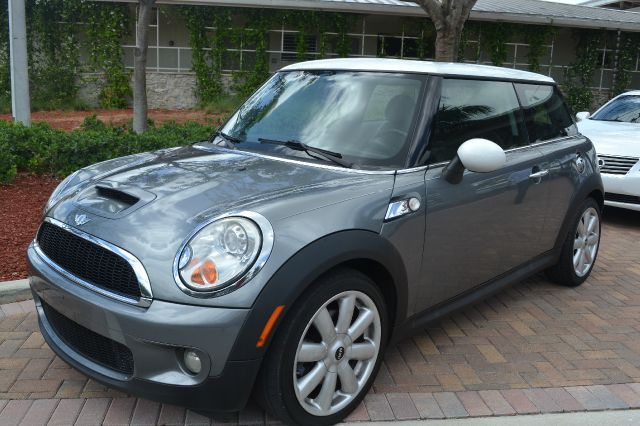 2007 MINI COOPER S gray wonderful-looking and fun 2007 mini cooper s it is nicely equipped with f