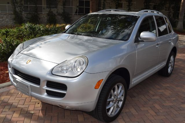 2006 PORSCHE CAYENNE BASE silver we have financing available for all yours financial needs  you j