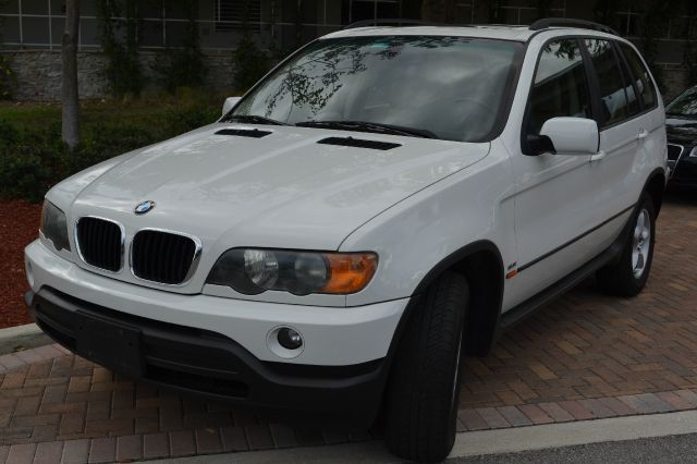 2003 BMW X5 30I white we have financing available for all yours financial needs  you just come i