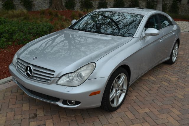 2006 MERCEDES-BENZ CLS-CLASS CLS500 4-DOOR COUPE silver we have financing available for all yours
