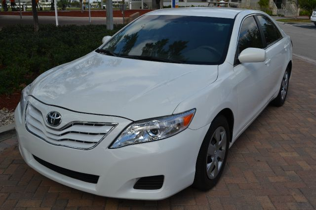 2011 TOYOTA CAMRY SE 6-SPD AT white we have financing available for all yours financial needs  yo
