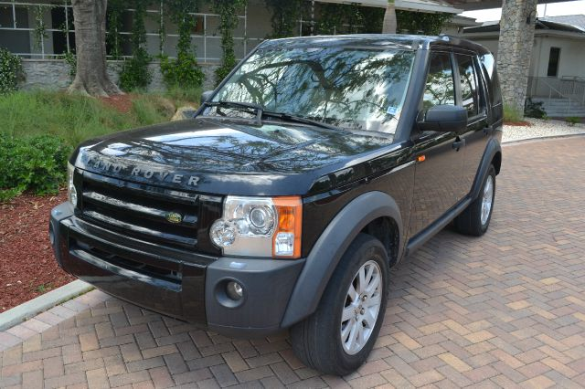 2005 LAND ROVER LR3 SE black we have financing available for all yours financial needs  you just 
