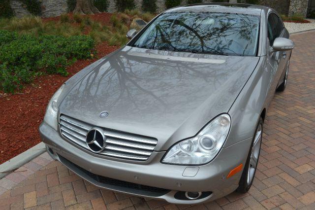 2006 MERCEDES-BENZ CLS-CLASS CLS500 4-DOOR COUPE silver sand we have financing available for all y
