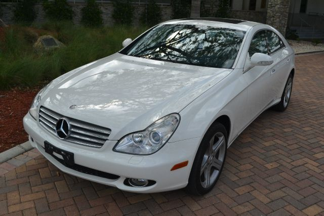 2006 MERCEDES-BENZ CLS-CLASS CLS500 4-DOOR COUPE white we have financing available for all yours f